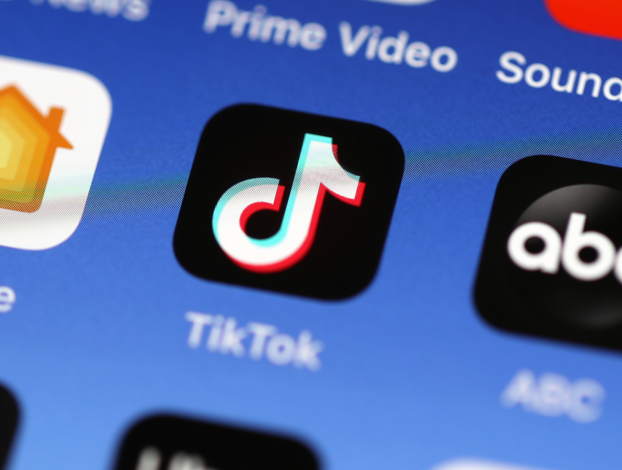 The Best TikTok Accounts and Hashtags for Teachers and Students
